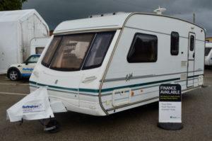2000 - Abbey Safari 520 - 4 Berth - End Washroom/ Side Dinette - Touring Caravan